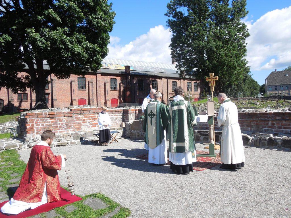 Messe i Mariakirkens ruiner - 1
